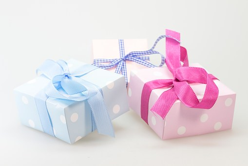 gift-548296__340